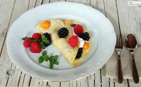 Tortilla dulce de frutas del bosque, postre ideal para los banquetes navideños