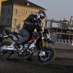 Foto 4 de 30 de la galería aprilia-dorsoduro-factory-2010 en Motorpasion Moto