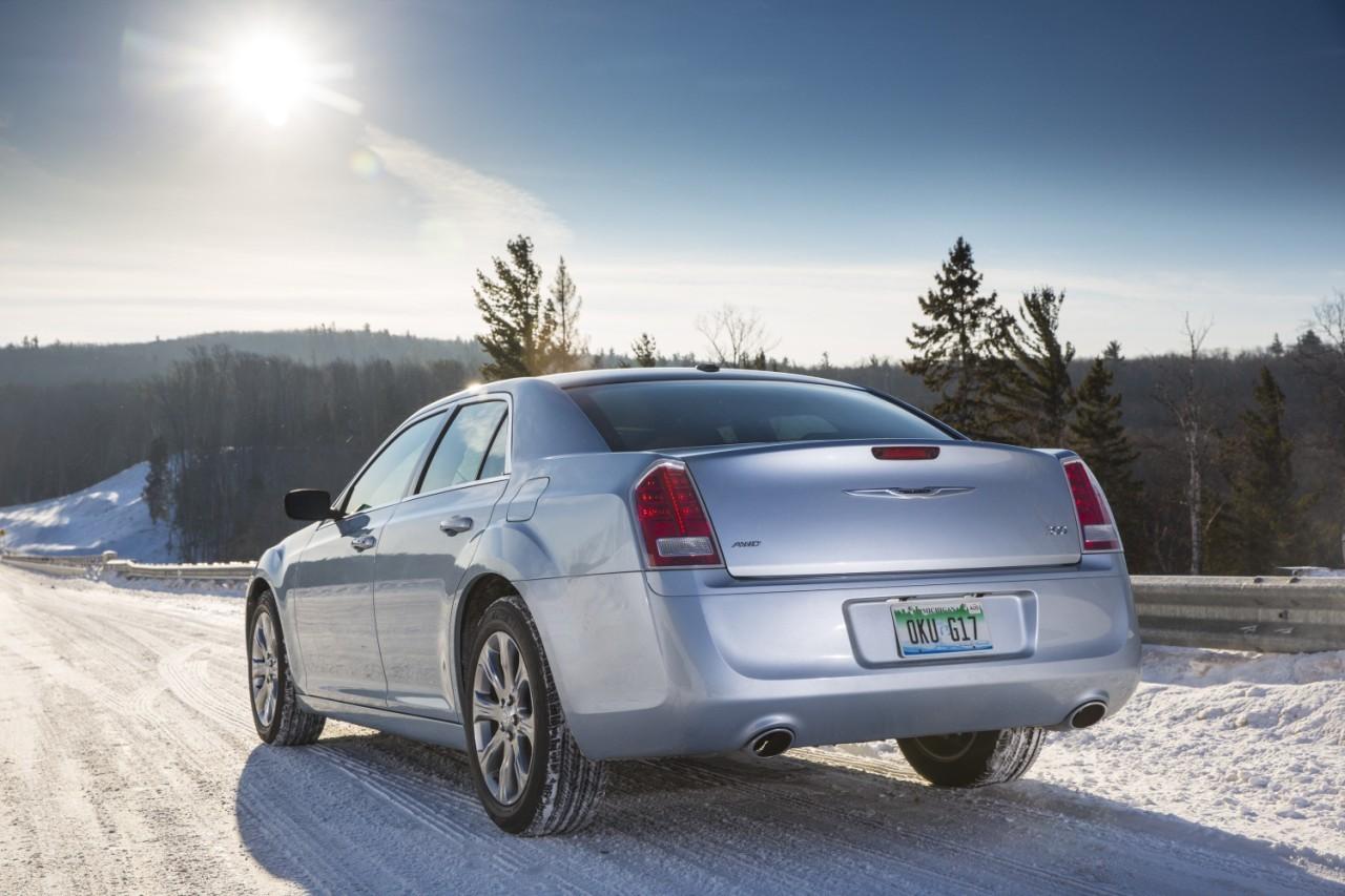 Foto de 2013 Chrysler 300 Glacier (19/27)