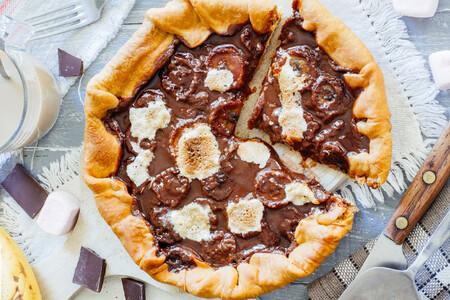Pizza dulce de chocolate, plátano y malvavisco. Receta fácil de postre