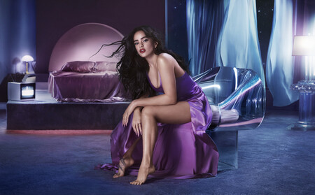 Rosalía sorprende a sus fans lanzando una colección de maquillaje con MAC Cosmetics