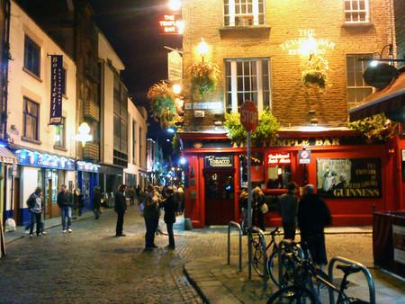 Temple Bar At Night In Dublin Ireland