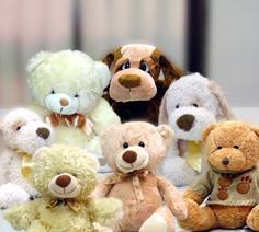 Cuidar un cachorro de peluche puede aliviar el estrés en niños pequeños que han sufrido una situación traumática