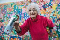¿Abuelos graffiteros? En Lisboa están rompiendo el estereotipo para usar el arte urbano como terapia