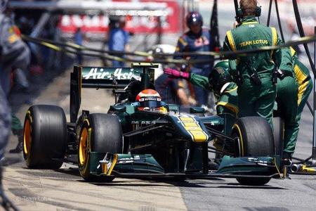 Jarno Trulli con su Lotus en el GP de España de F1 2011