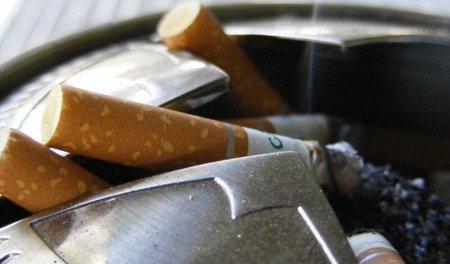 Limpiar pantallas expuestas al humo del tabaco