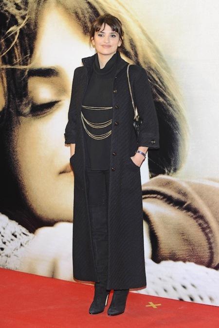 """Penélope Cruz con un Chanel vintage en el estreno de """"Volver a nacer"""" en Madrid"""