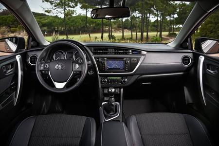 Toyota Auris 2013 interior
