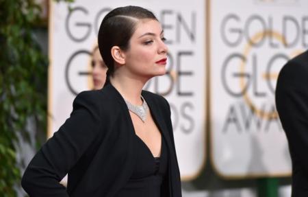 Lorde apuesta por los pantalones en los Globos de Oro 2015
