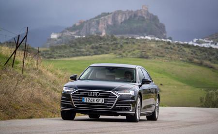 Audi A8 2018 frontal en marcha