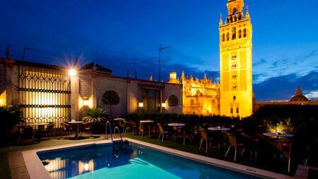 Escapada En Sevilla Con Piscina Y Botella De Bienvenida Con Vista A La Giralda