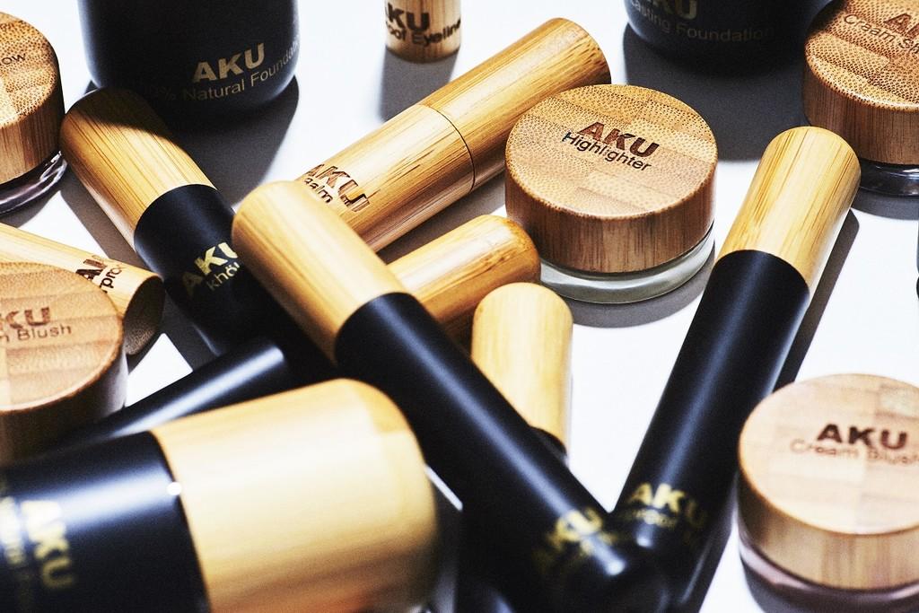 La maquilladora de Sara Carbonero ha lanzado AKU Cosmetics y os hablamos todo sobre la firma