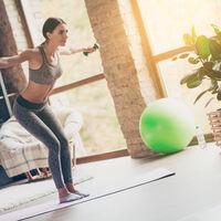 Cinco ejercicios con mancuernas para entrenar tu espalda en casa