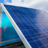 Apple camina hacia la autosuficiencia energética: construirá una granja solar de 200 megavatios