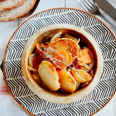 Salteado de papas con verduras al comino. Receta vegetariana