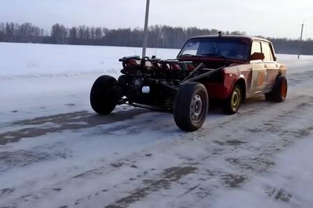 El ruso Vlad se ríe del Bugatti Chiron con un Lada de cuatro motores en línea y 16 cilindros