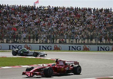 Felipe Massa encabeza un doblete incontestable de Ferrari en Francia