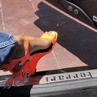 Los zapatos de Kendall Jenner que van a conjunto con su Ferrari ya han roto muchos corazones