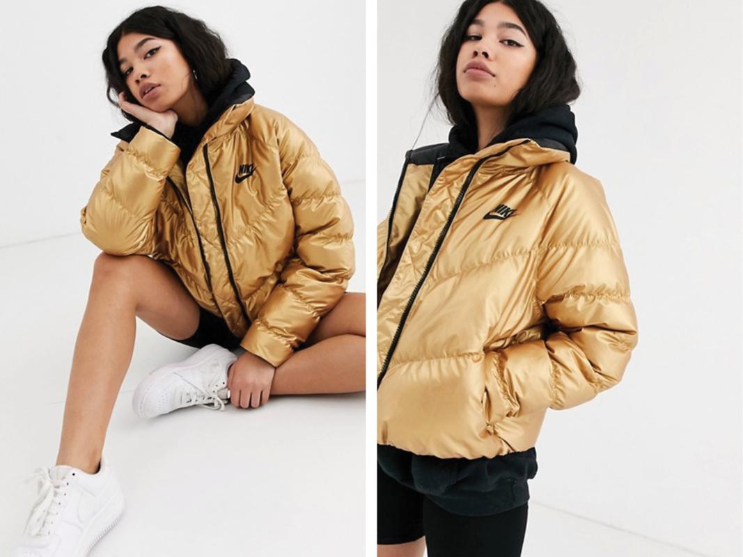 Chaqueta acolchada con cuello subido en dorado de Nike