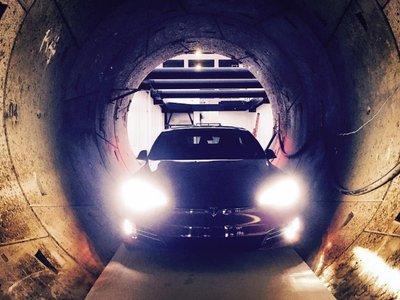 Elon Musk ya ha metido un Tesla Model S en su red de túneles bajo suelo californiano