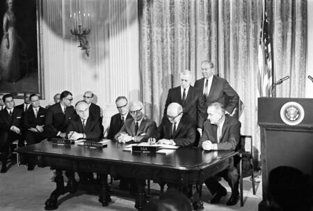 Signing Os Treaty Un Photo