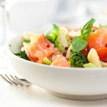 Guía para hacer las mejores ensaladas de pasta (y siete recetas para que brillen al máximo)