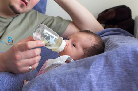 Cómo mejorar el vínculo afectivo cuando el bebé se alimenta con biberón