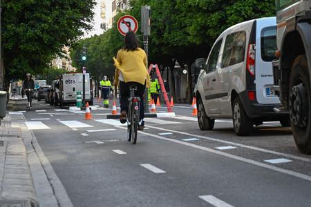La DGT anima abiertamente por primera vez a dejar el coche y desplazarse en bici por la ciudad