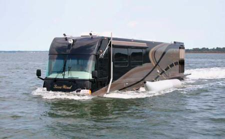 Su nombre es Terra Wind y es una gigantesca autocaravana de lujo anfibia capaz de navegar por ríos y lagos
