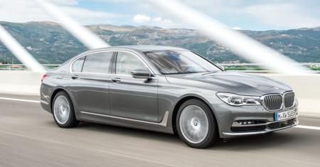 BMW ridiculiza a los biturbo con un órdago de cuatro turbos en el Serie 7