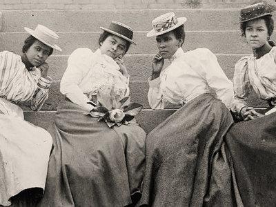 Los espacios exclusivos para mujeres: una antiquísima necesidad que se remonta al siglo XIX