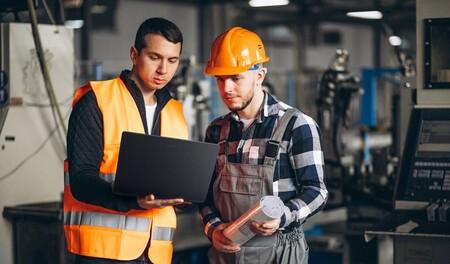 Trabajadores con el portátil