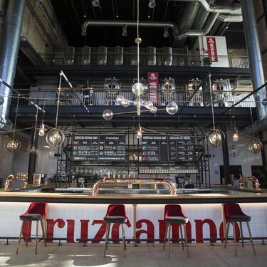 Así es la nueva Factoría Cruzcampo: el proyecto que reivindica el legado de la cerveza más (injustamente) odiada de España