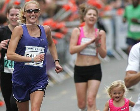 Paula Radcliffe participa en una carrera embarazada de siete meses