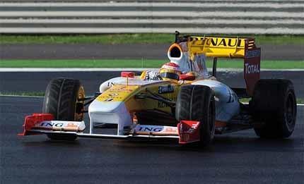 Buemi lidera los tiempos en el estreno de Hamilton y Alonso
