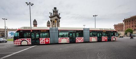 Barcelona estrena un servicio de autobuses híbridos biarticulados