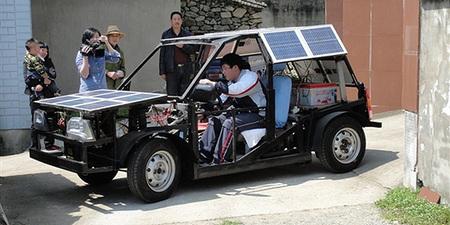 Un estudiante chino de 19 años construye su propio coche eléctrico