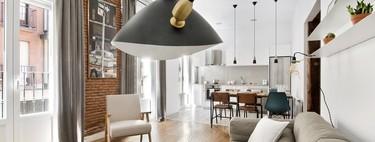 Un piso pequeño de Chamberí redistribuye el espacio para ganar amplitud y dividir la superficie entre zonas comunes y privadas