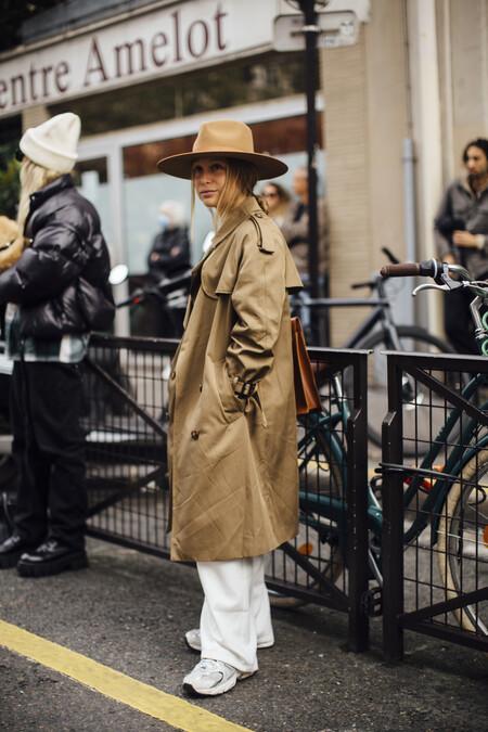 El street style de Paris nos inspira para crear looks ideales con zapatillas este otoño