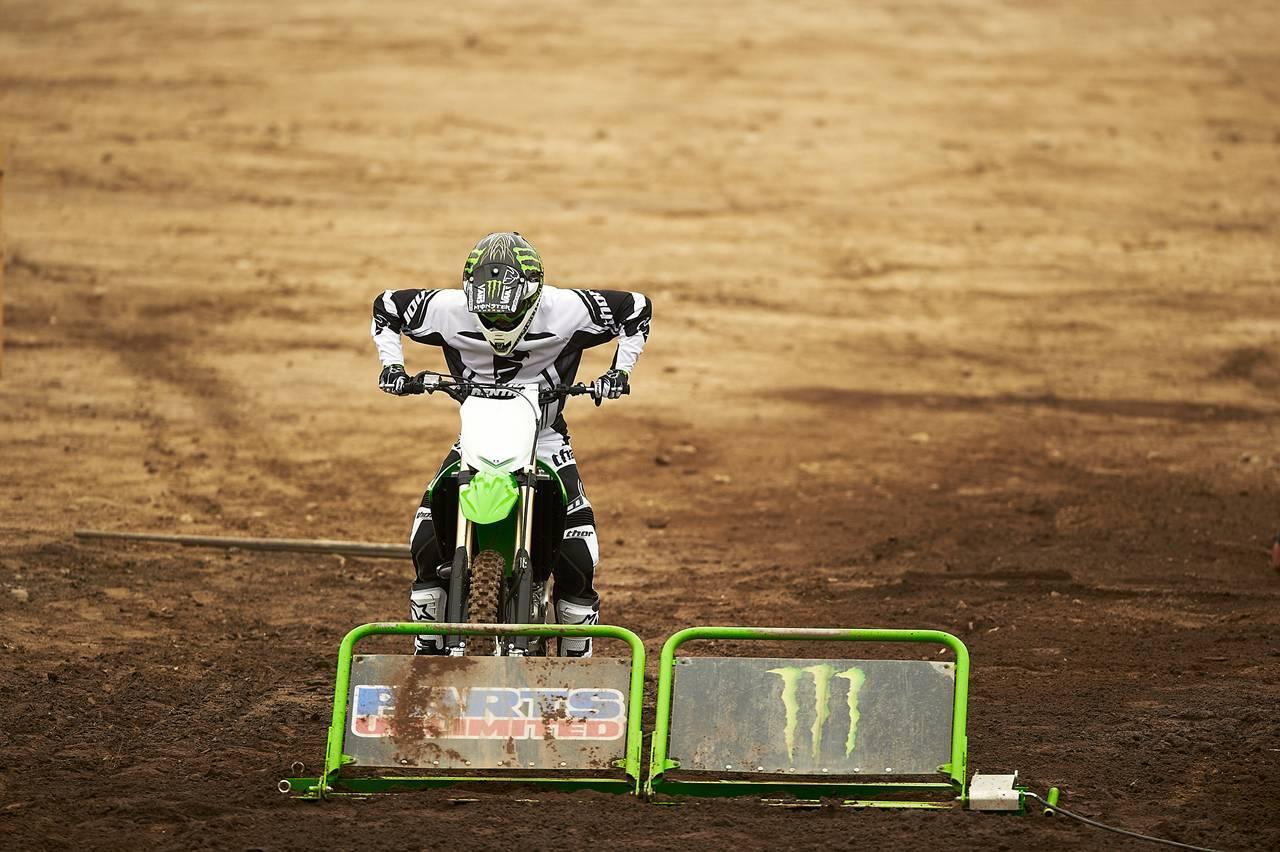 Nueva Kawasaki KX450F 2013: de la experiencia del AMA Supercross y Motocross a tu garaje (Acción)