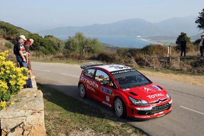Loeb ya acaricia la victoria en Córcega