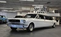 Sigue en venta este Ford Mustang de 1966 que es un poquito más largo de lo normal