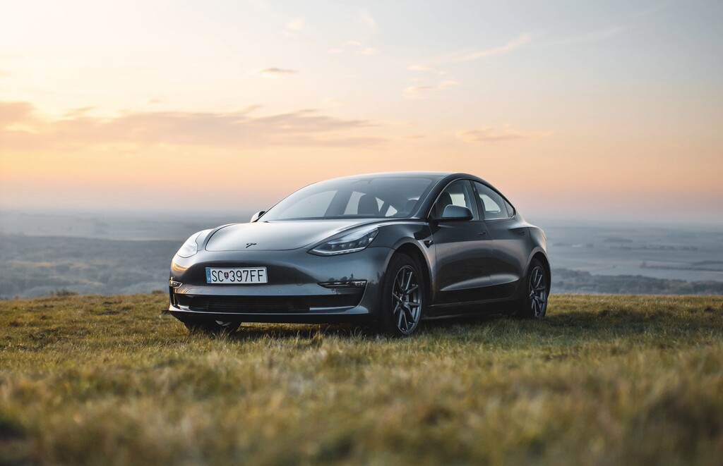Tesla revienta los esquemas y supera el billón de dólares de valoración en bolsa