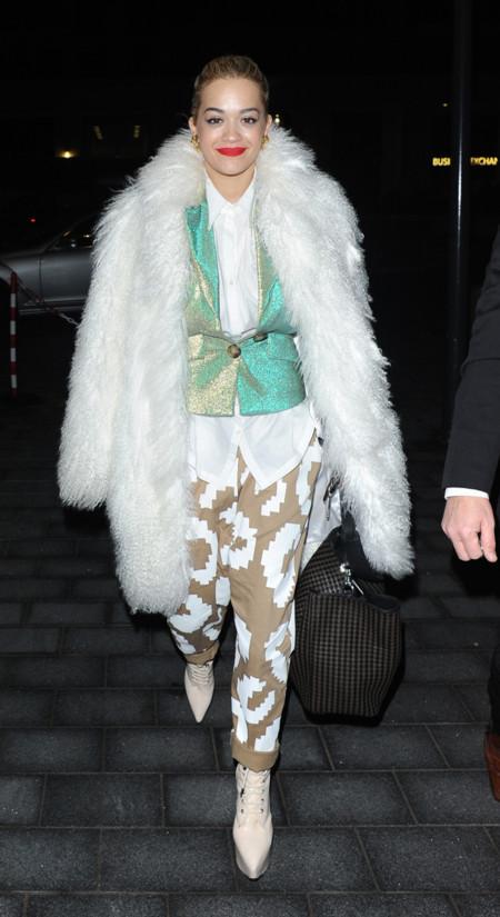 Rita Ora Vivienne Westwood look calle