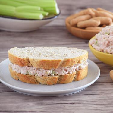 Ensalada de jamón americana: receta viejuna de los hogares estadounidenses para sándwiches o picotear (que se hace en 10 minutos)