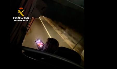 ¡Indignante! Un conductor de autobús recorre más de 30 kilómetros haciendo llamadas y videollamadas con el móvil