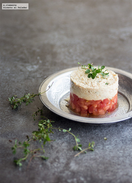 Tartar de tomate con rillete de atún]