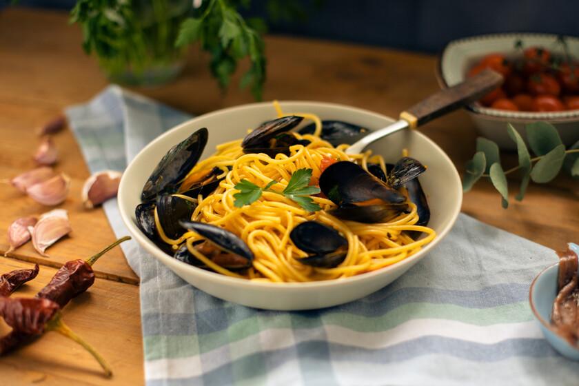 Espaguetis con mejillones: una clásica receta de pasta italiana que conocimos gracias a Jamie Oliver