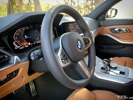 BMW Serie 3 2019 volante e interior