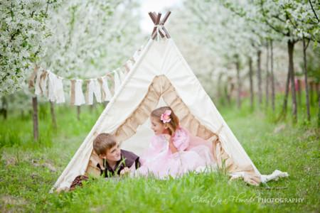 Plan con niños: el tipi es el Rey del jardín